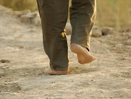 پابرهنه و خاکی بسوی بهشت